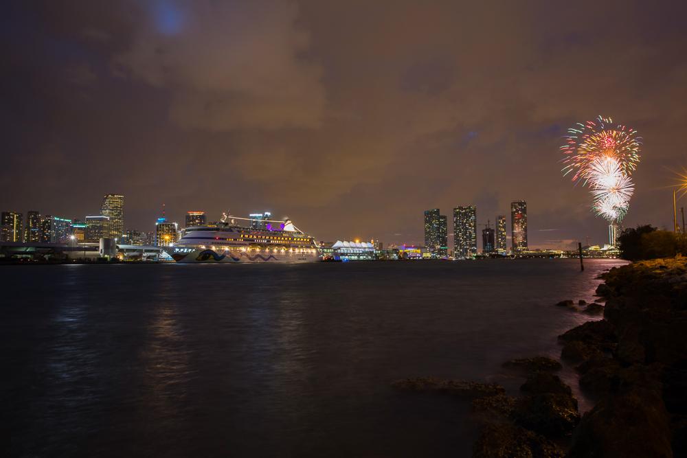 Feuerwerk in Miami für die AIDA VITA