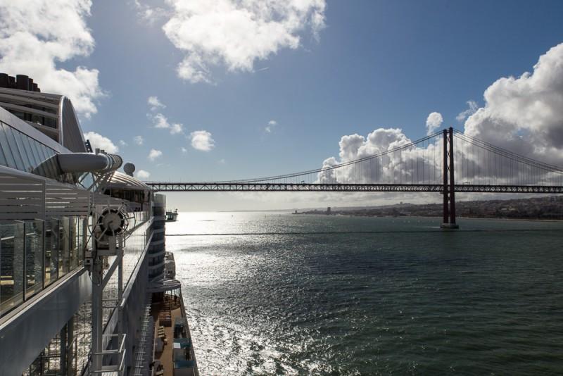 Einfahrt Hafen Lissabon, MORE THAN CRUISES.