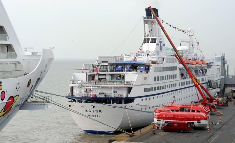 MS Astor eröffnet Kreuzfahrtsaison
