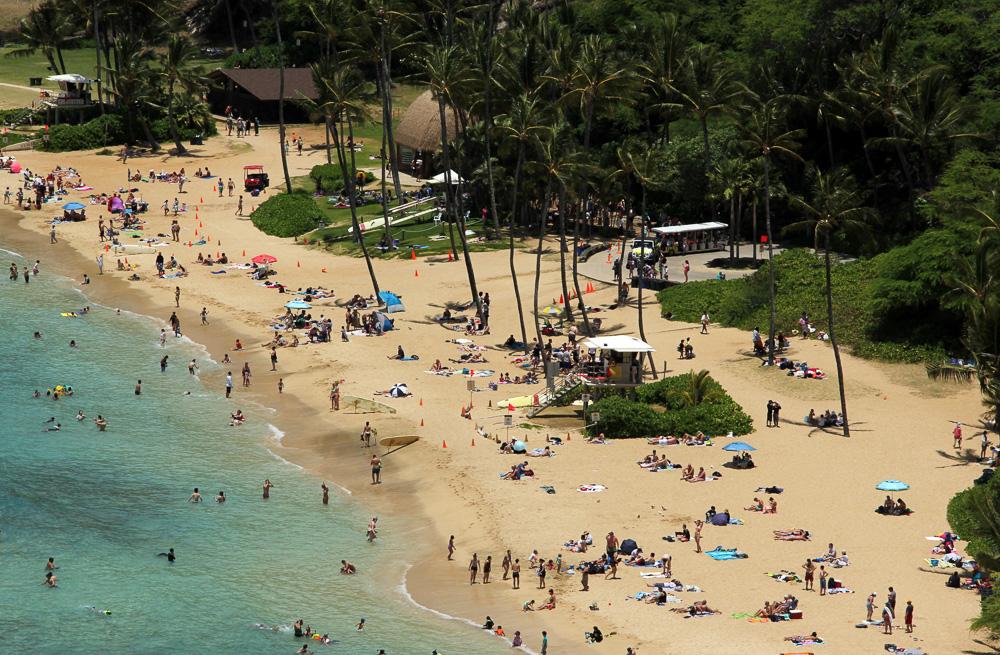 Kreuzfahrt-Gäste können auf den hawaiianischen Inseln auch einfach nur den Strand genießen - wie hier am Hanauma Bay State Park auf Oahu