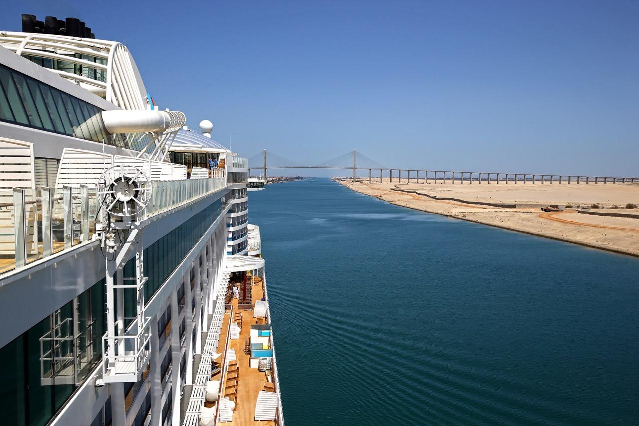 Auf neuen Wegen: AIDAprima durchquert den Suezkanal