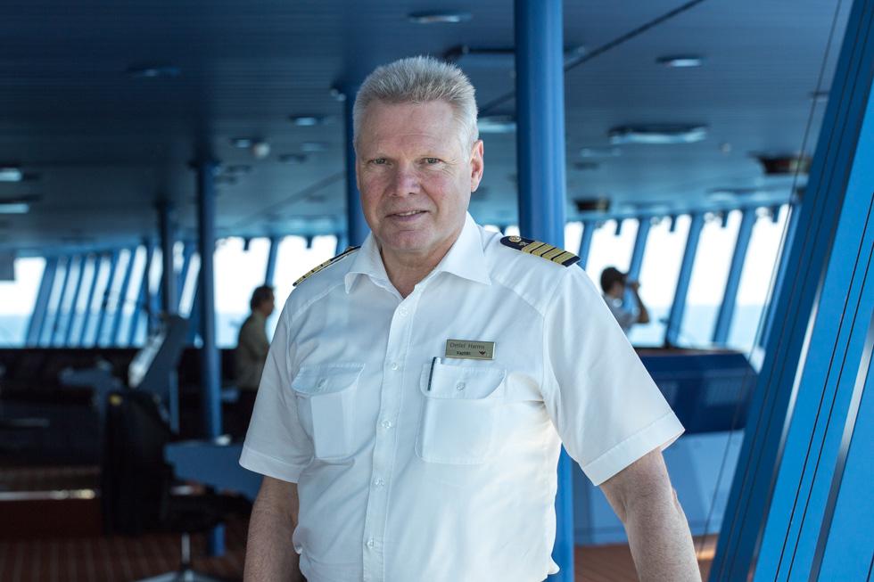 Kapitän Detlef Harms, AIDA prima. Besuch und Interview auf der Brücke mit MORE THAN CRUISES