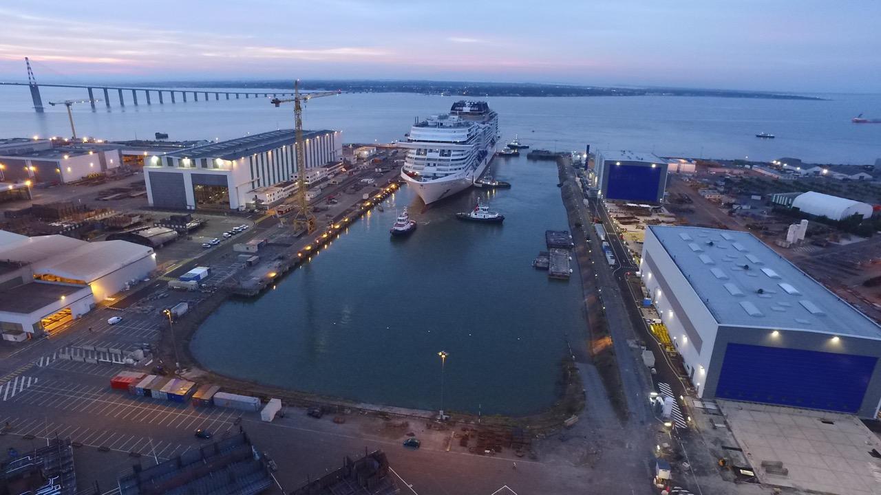 MSC MERAVIGLIA erreicht nach Sonnenaufgang das Ausrüstungsdock Foto: MSC Cruises