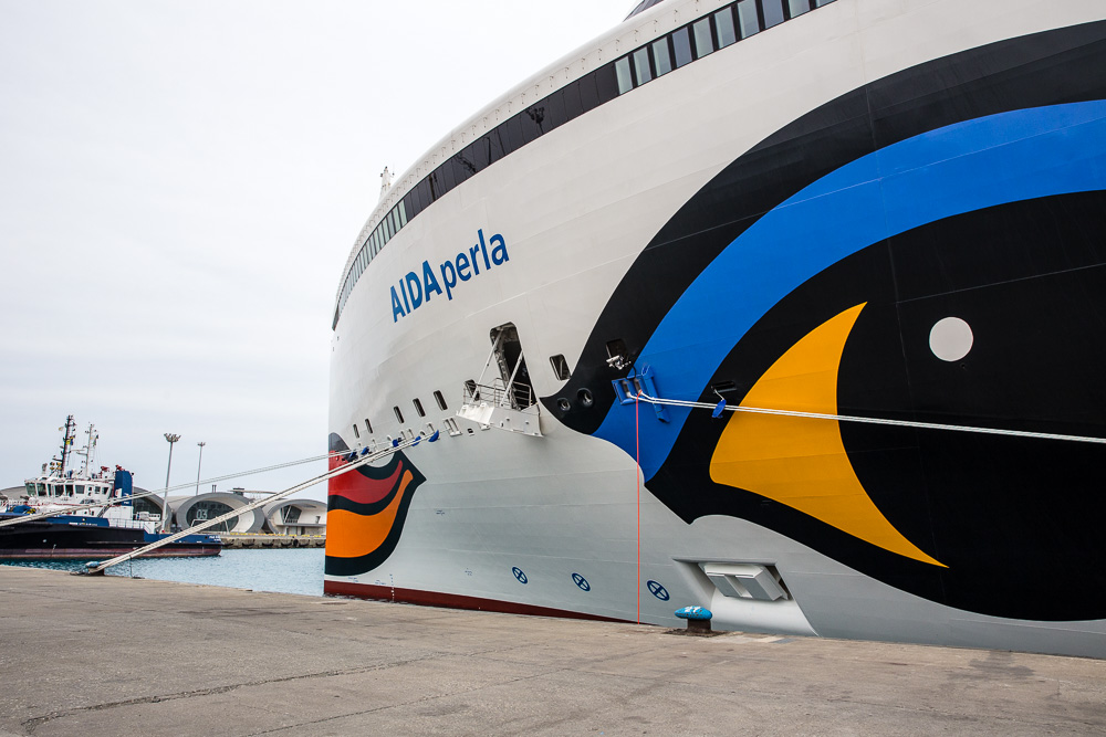 Die AIDA PERLA im Hafen von Limassol - endlich kommen Gäste an Bord