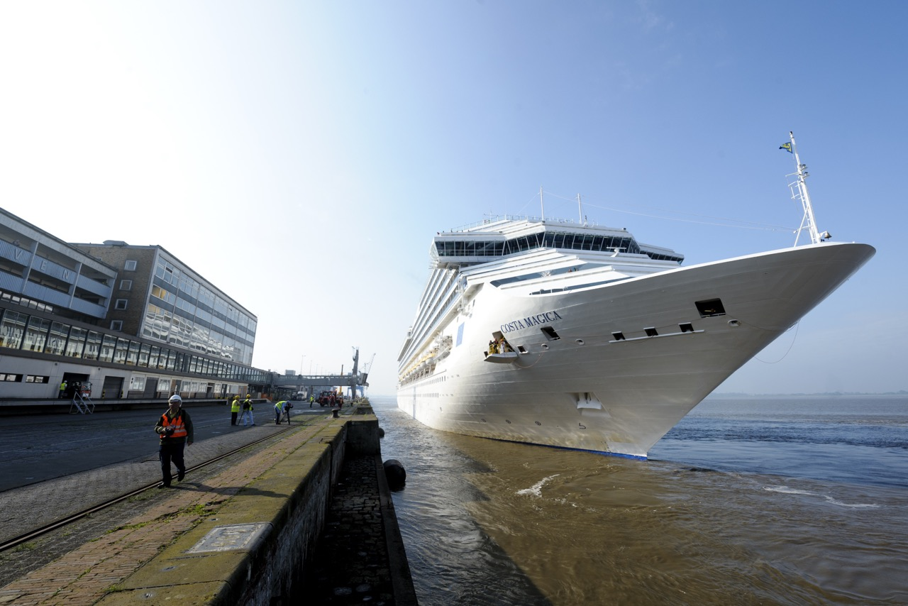 COSTA MAGICA an der Columbuskaje in Bremerhaven Foto: Masorat/Costa Kreuzfahrten
