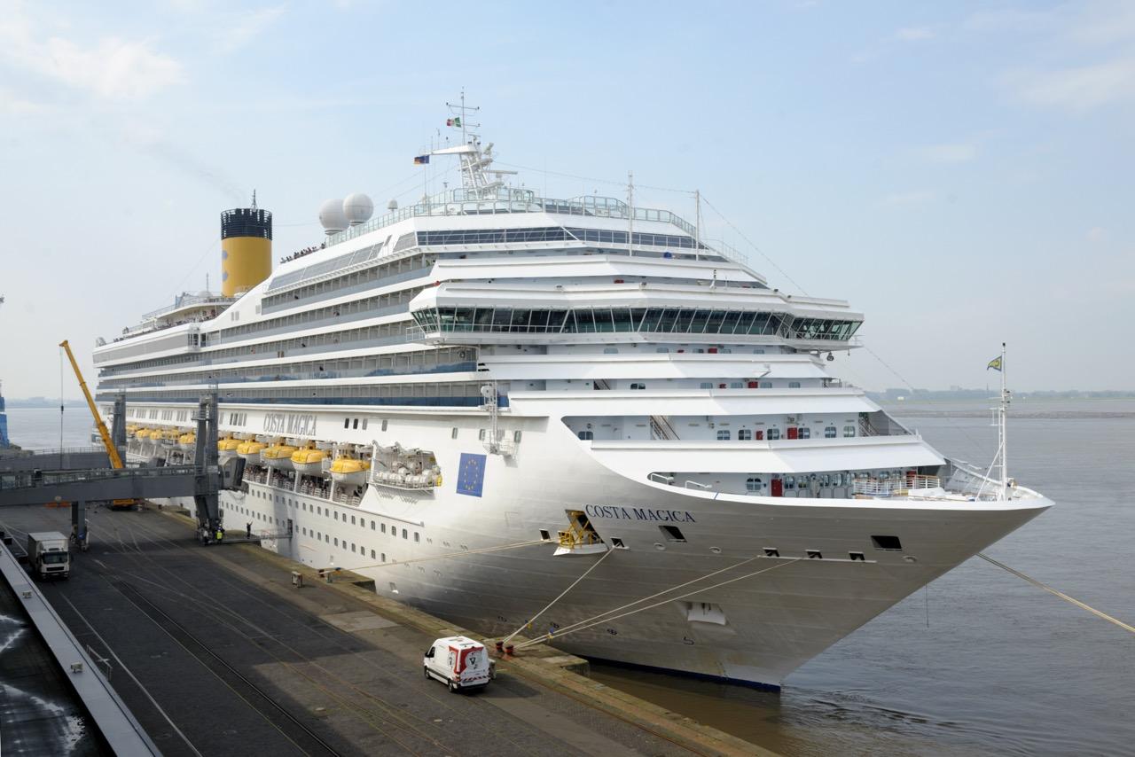 Erstanlauf an einem Junimorgen: COSTA MAGICA in Bremerhaven    Foto: Masorat/Costa Kreuzfahrten