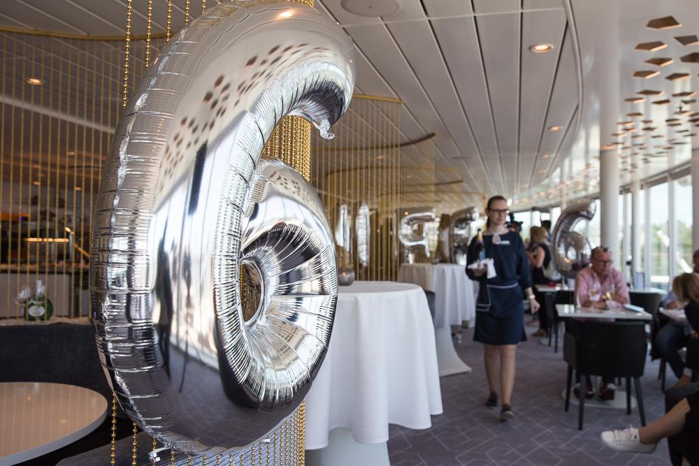 MEIN SCHIFF 6, TUI Cruises, liegt vor der Taufe in Hamburg Altona am Cruise Terminal. Termin mit Organistin Iveta Apkalna der Elphilharmonie, Wybke Meier und Kapitän Kjell Holm.