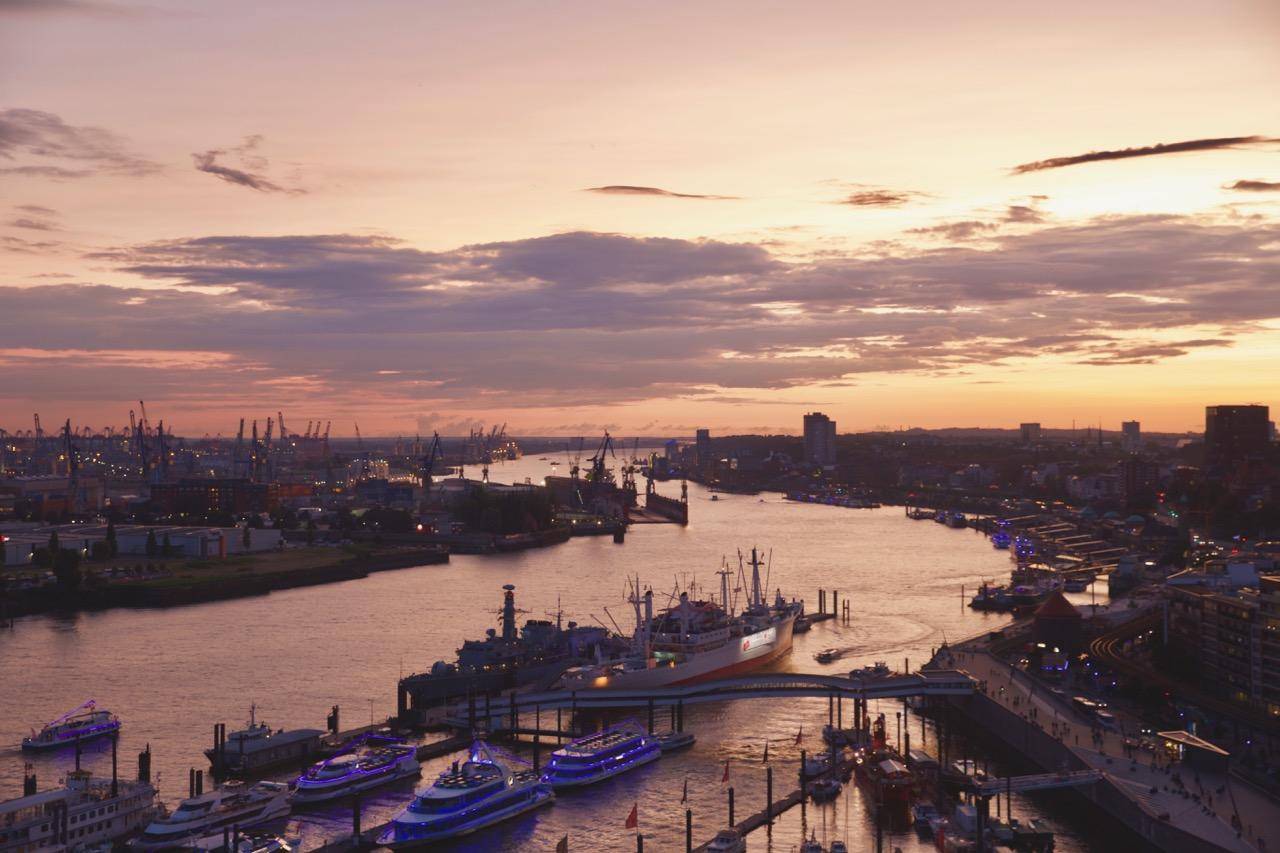 Der Hafen in rosé, Blue Port Hamburg, ©MORE THAN CRUISES