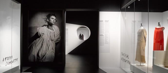 Antwerpen: Fashion-Walk und Ausstellung im MOMU