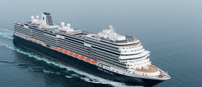 Königin tauft neues Kreuzfahrtschiff: KONINGSDAM