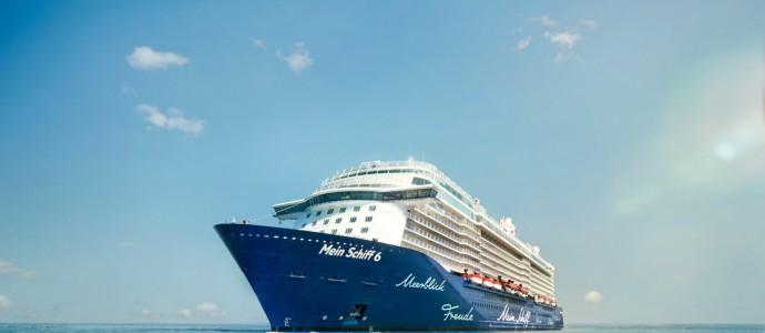 TUI Cruises feiert auf der Elbe: MEIN SCHIFF 6 wird in Hamburg getauft