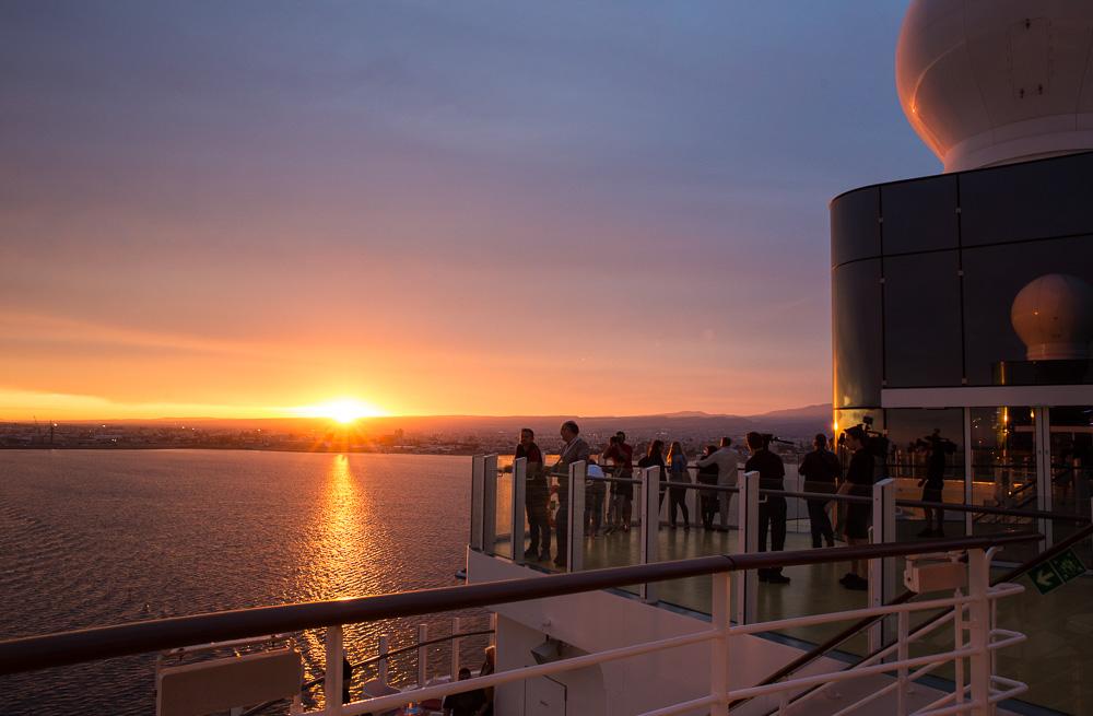 Ausfahrt mit Kitschfaktor - sogar der Sonnenuntergang stimmt in allen Tönen